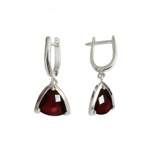 Gold earrings with garnet