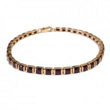 Gold bracelet with garnet