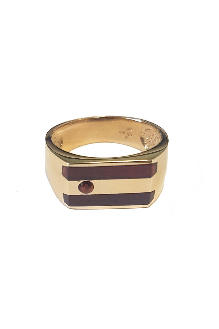 Gold men's ring with garnet
