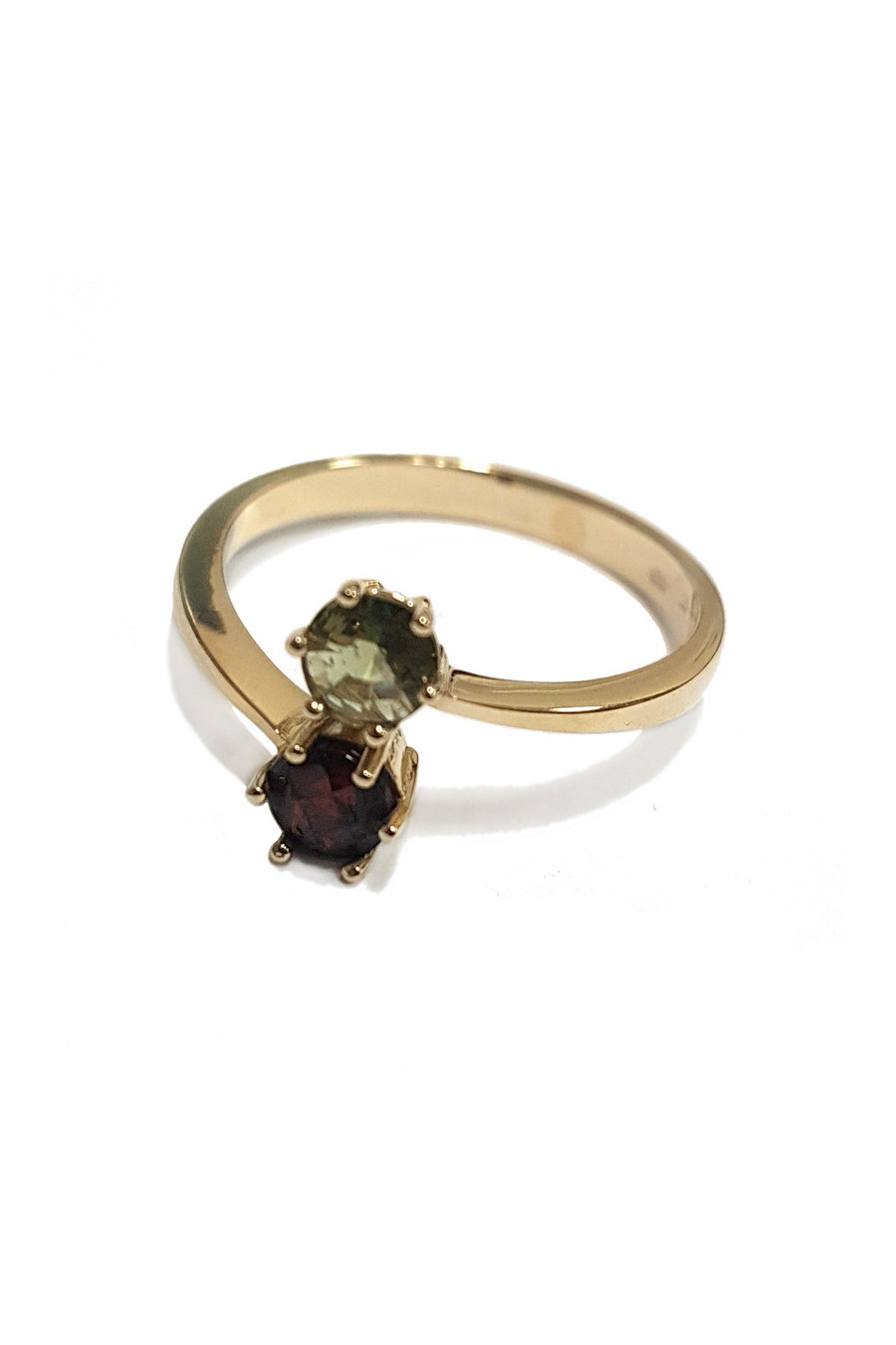 Gold ring with garnet and moldavite