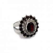 Кольцо серебряное,  гранат,  фианиты