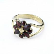Gold ring, garnet