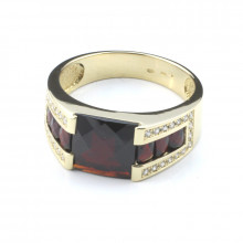 Men's gold ring with garnet and diamonds