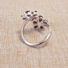 Кольцо серебряное , гранат