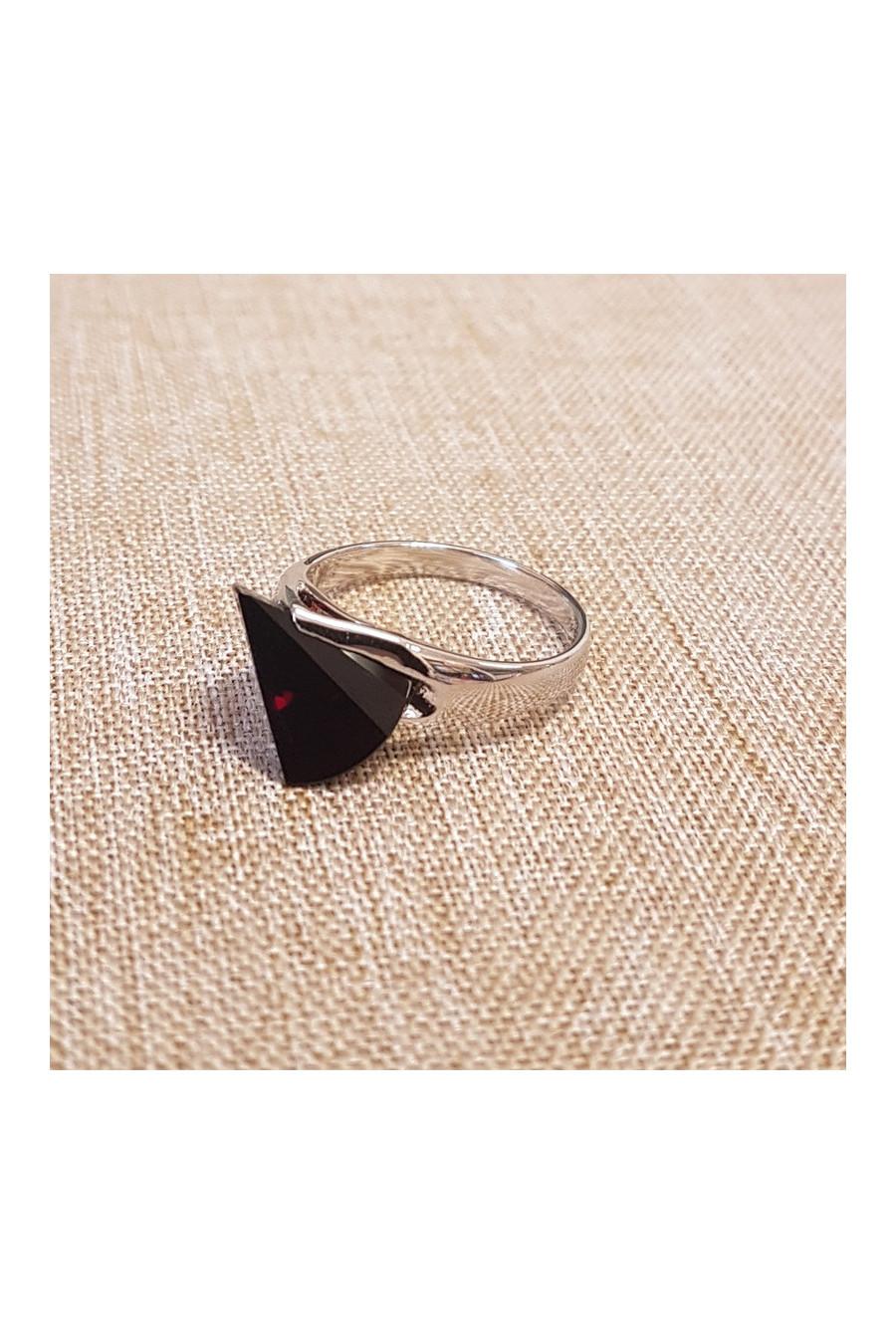 Stříbrný prsten , granát